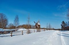 Русская традиционная деревянная мельница Стоковая Фотография RF