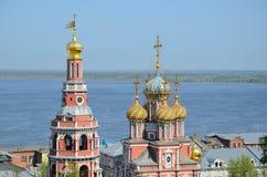 Русская церковь на Реке Волга стоковая фотография rf