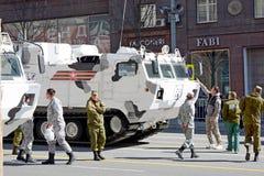 Русские воинские ледовитые оборудование и солдаты на победе Da Стоковые Фото
