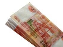 Русские деньги 5000 рублей на белой предпосылке Стоковые Изображения