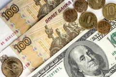 Русские и американские банкноты и монетки Стоковые Фото