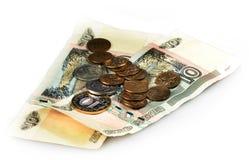 Русские монетка и примечания на белой предпосылке стоковые фотографии rf