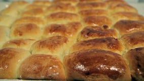 Русские пироги на листе выпечки сток-видео