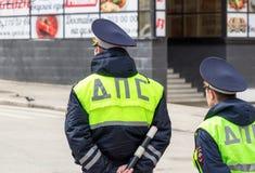 Русские полицейские готовя дорогу в цвета известк uni Стоковые Изображения RF