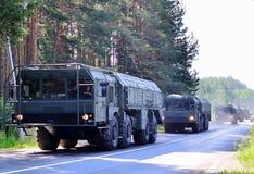 """Русские ракетные комплексы """"Iskander-M """"приехали в Минск для того чтобы участвовать в параде стоковая фотография rf"""