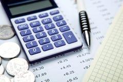 Русские рубли с калькулятором и ручкой стоковое изображение rf
