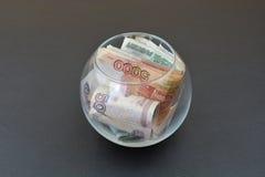 Русские рубли в стеклянной вазе Стоковые Фотографии RF