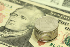 Русские рубли на предпосылке 10 долларов Стоковые Фото
