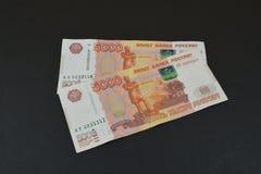Русские рубли на черной предпосылке Стоковое Фото