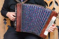 русский аккордеони стоковые фото
