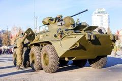Русский бронетранспортер бронированного корабля армии катят BTR-82, который стоковое изображение rf