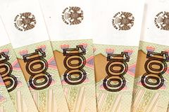 Русский 100 бумажных денег рубля Стоковое Фото