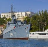 Русский военный корабль в Севастополе стоковые изображения rf