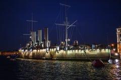 Русский крейсер рассвета или Avrora крейсера в Санкт-Петербурге, России Корабль музея в Санкт-Петербурге, взгляде на высоте Стоковое фото RF
