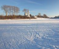 Русский маленький город ландшафта зимы Стоковые Фотографии RF