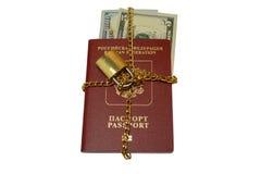 Русский пасспорт за рубежом, связанные деньги Стоковое Изображение RF