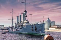 Русский рассвет крейсера - русский защитил крейсер, St Petersbu Стоковые Изображения RF