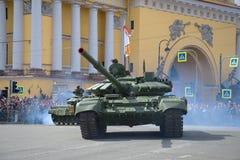 Русский современный конец-вверх танка T-72B3 Часть военного парада в честь дня победы Стоковое Фото