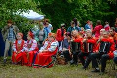 Русский фольклорный ансамбль надеется свою речь стоковые изображения
