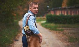 русский человека аккордеони стоковые изображения rf