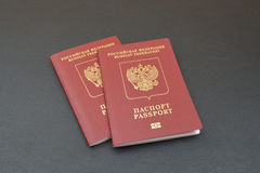 2 русских пасспорта на черной предпосылке Стоковые Фото