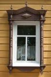 Русское деревянное окно в Томске, России дом старая строить исторический Стоковая Фотография