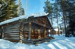 Русское традиционное деревянное зернохранилище Стоковые Фотографии RF