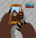 Русское selfie медведя на красной площади Одичалые медведь и башня Москвы бесплатная иллюстрация
