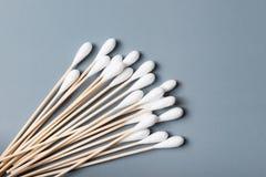 Ручка бутона хлопка деревянные или пробирка хлопка Стоковые Фотографии RF