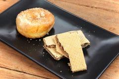 Ручка вафли и сахар donuts Стоковые Фотографии RF