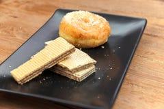 Ручка вафли и сахар donuts Стоковое фото RF