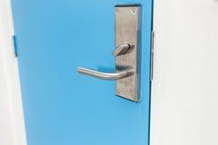 Ручка двери нержавеющей стали в гостинице Стоковые Фото