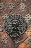 Ручка головы льва металла. Таллин, Эстония Стоковое Изображение RF