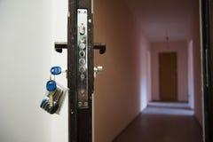 Ручка двери металла и крупный план ключей Стоковые Изображения RF