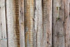Ручка деревянной двери загородки Стоковые Фотографии RF