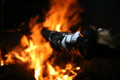 Ручка засовывая из огня Стоковые Фото