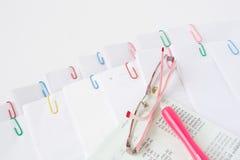 Ручка и зрелища с банком книги Стоковое Изображение
