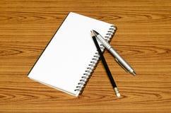 Ручка и карандаш тетради Стоковая Фотография