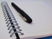 Ручка и книга крупного плана Стоковые Изображения