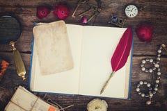Ручка и книга пера Стоковая Фотография