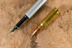Ручка и пуля стоковая фотография rf