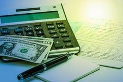 Ручка и тетрадь, тайская банкнота, банковская книжка на предъявителя сберегательного счета Стоковые Фотографии RF