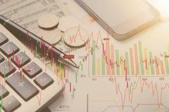 Ручка, калькулятор, деньги, финансы концепции диаграммы Стоковая Фотография