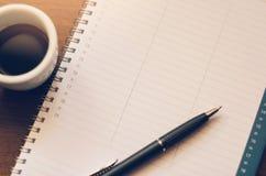Ручка книги кофе утра Стоковое Изображение RF