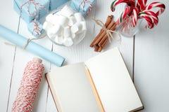 Ручка конфеты зефира состава Нового Года рождества в стекле Стоковые Фотографии RF