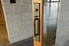 ручка латунной двери стеклянная стоковая фотография rf