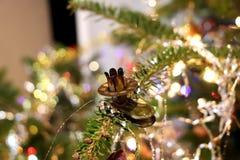 Ручка металла для свечи на рождественской елке Стоковые Изображения