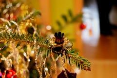 Ручка металла для свечи на рождественской елке Стоковое Изображение RF