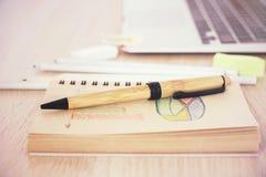 Ручка на диаграмме дела Стоковые Изображения RF