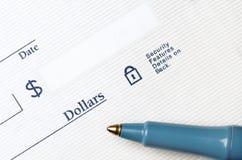 Ручка на проверке, который нужно написать Стоковое Изображение